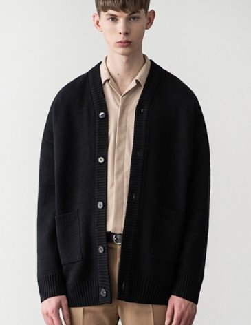[RE-EDITION]  ESSENTIAL CARDIGAN [BLACK]