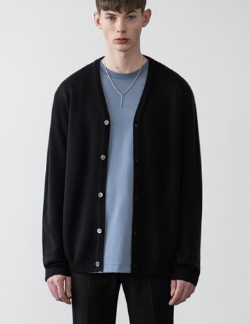 PREMIER EDITION WOOL CASH CARDIGAN [BLACK]